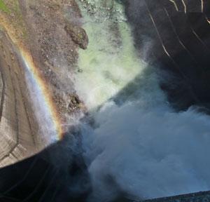 黒部ダムの観光放水の時間は?放流はいつからやってるの?